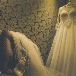 Vestido de Noiva com Renda e Pérolas + Véu